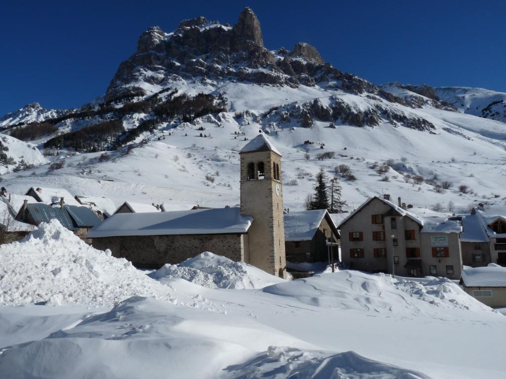 Gite de groupe hautes alpes gite l 39 aiguillette du lauzet for Les bains en france