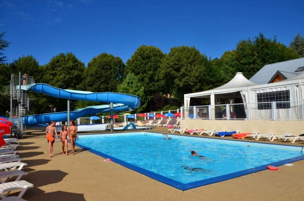 Gite de groupe puy de d me camping l 39 europe for Camping puy de dome avec piscine