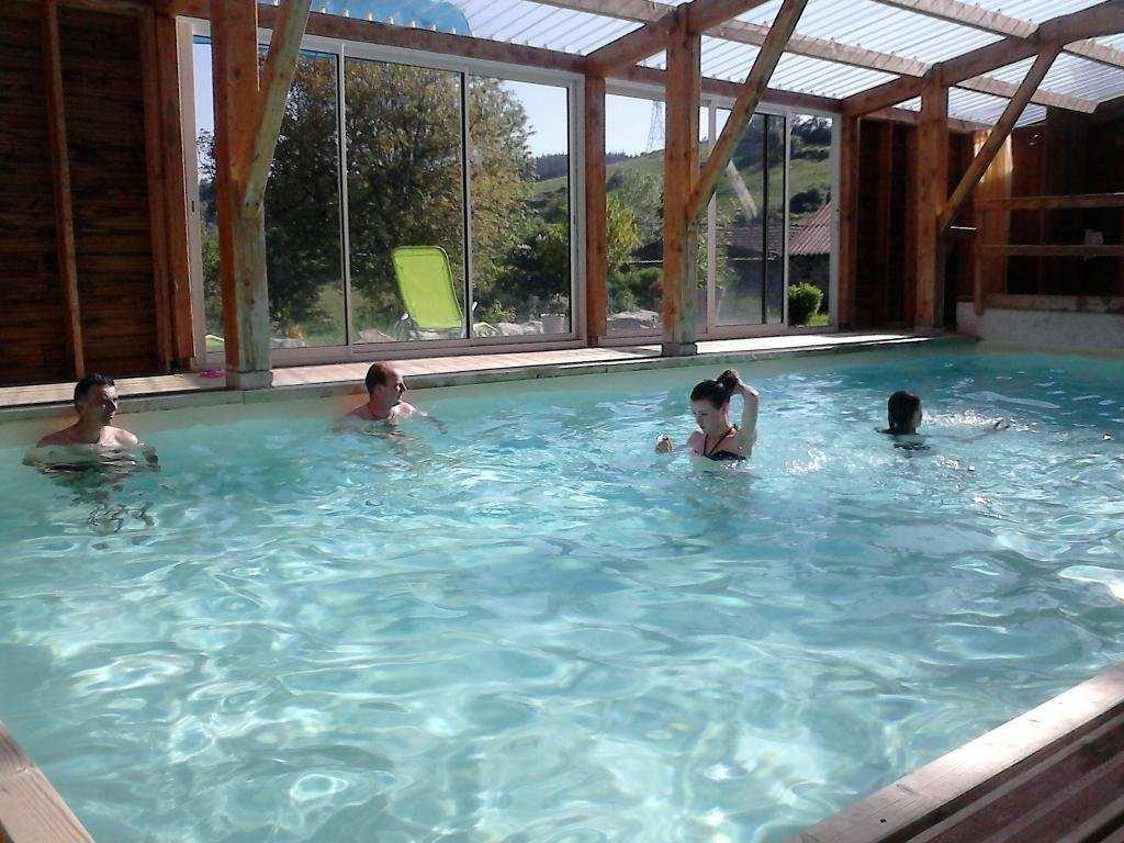 Gite de groupe haute loire la source for Auvergne gites avec piscine